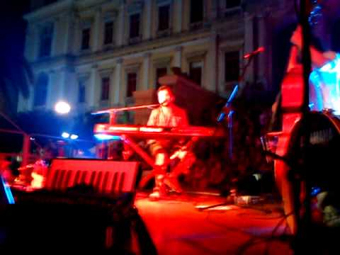 Kostas Maraveyas-Maraveyas Ilegal Live @Syros 1/8/2011