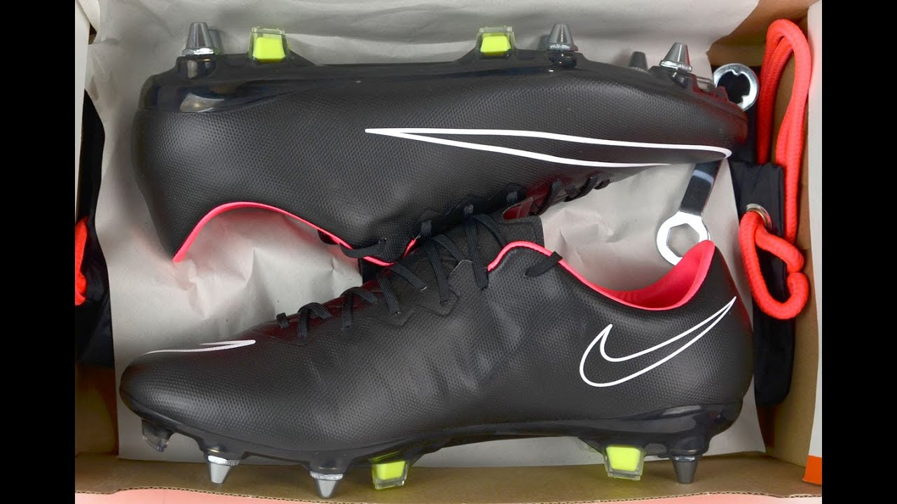 73a9ad1aae75 ... france nike mercurial vapor x sg pro blackout youtube c3f72 b2adf