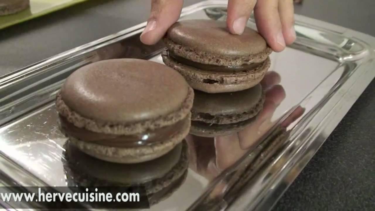 recette facile des macarons au chocolat par hervecuisine youtube. Black Bedroom Furniture Sets. Home Design Ideas
