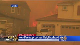 Baixar Huge Flames From Holy Fire Burn Near OC Homes