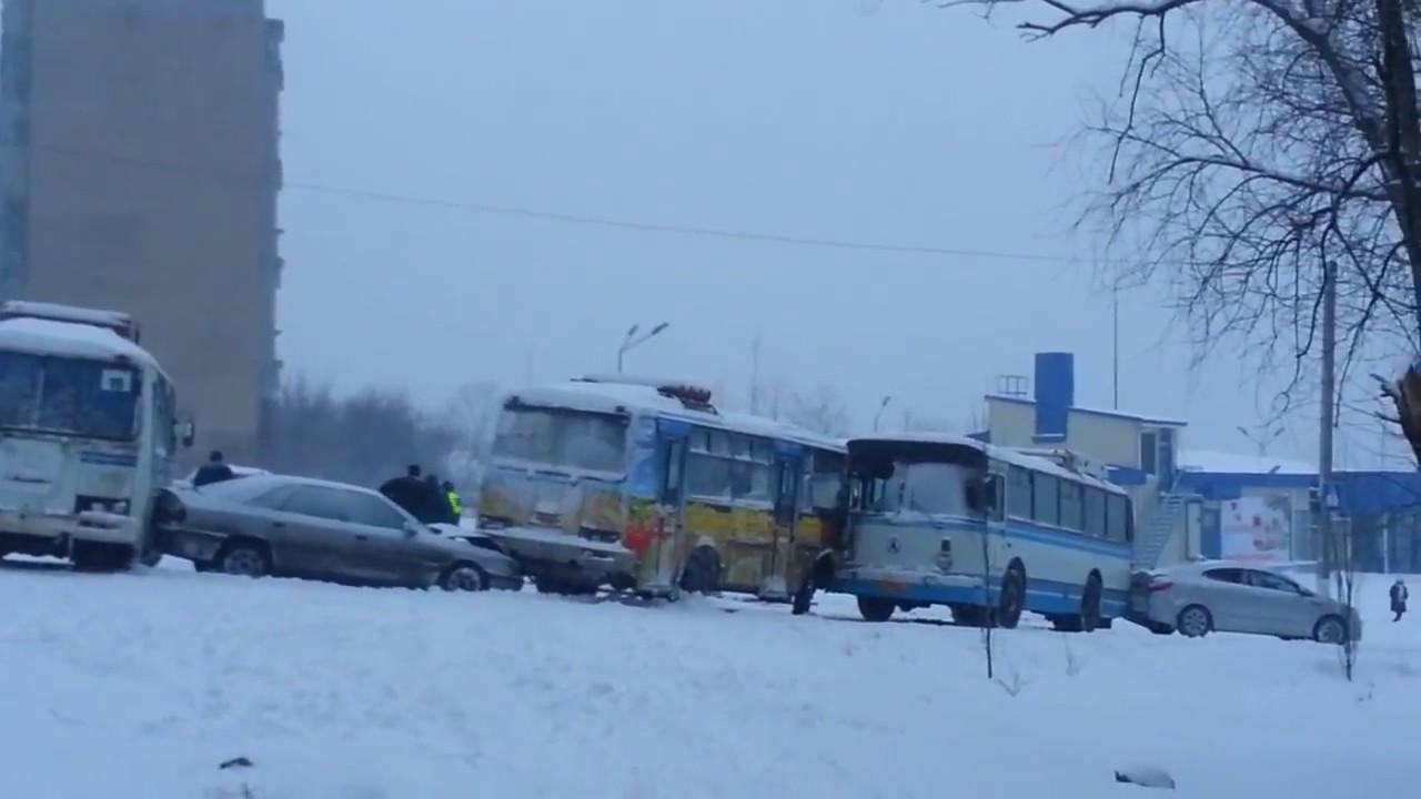 ДТП в Горловке. 3 автобуса и 4 легковых автомобиля