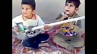 Kürtçe şarkı söyleyen çocuklar