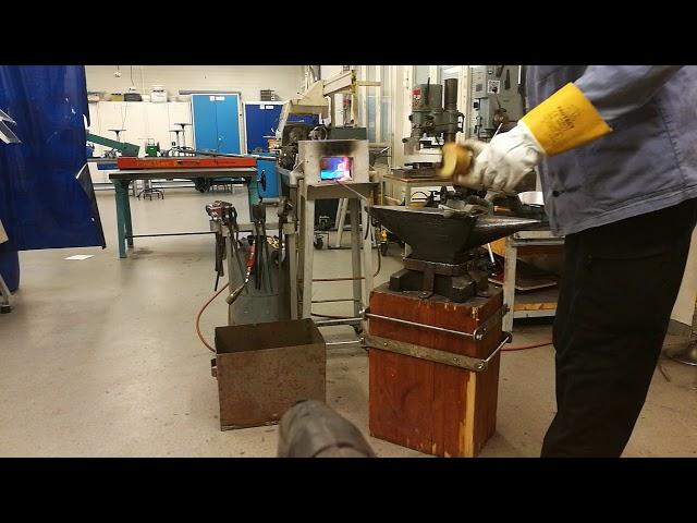 Pien levitys. Yksi tapa pinnoittaa metallityö.