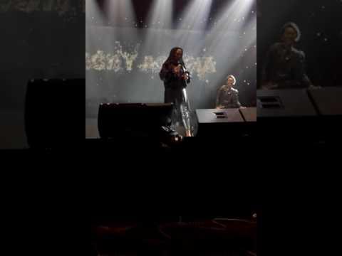 Nicky Astria - Biar Semua Hilang ( Live BALAI SARBINI )