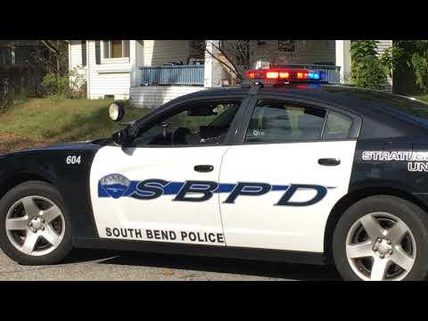 South Bend Indiana police apprehended home invasion suspects after a foot pursuit (cop watch)
