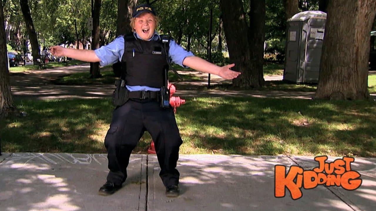 fake police officer tricks drivers