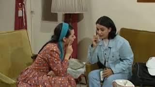 ام  رامي بس تسمع بأسم دلال بتتكهرب شحارها