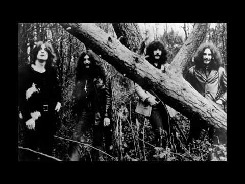 Black Sabbath - Solitude (Lyrics)