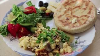 Семейный завтрак/идея простого завтрака/омлет с грибами