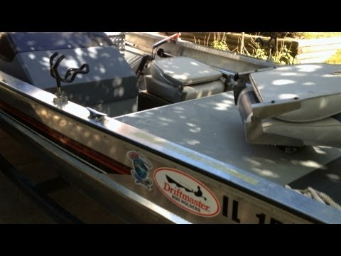 "Bass Tracker ""CAT TRACKER"" Catfish Boat Tour 2: Non Skid Floor Giant Livewell Humminbird 598"