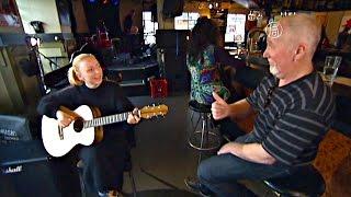 Отец поп-звезды сам делает гитары для дочери (новости)(http://ntdtv.ru/ Отец поп-звезды сам делает гитары для дочери. Это мастерская плотника Джека Бинни в австралийском..., 2015-10-21T12:29:25.000Z)