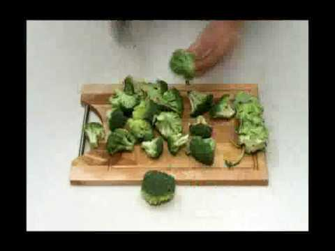 Comment Decouper Un Brocoli Cahierdecuisine Com Youtube