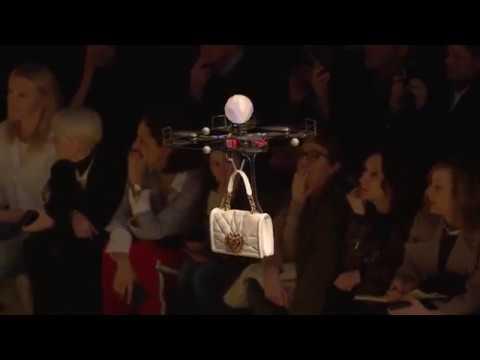 Удивительные дроны на показе коллекции Dolce&Gabbana Осень Зима 2018/19