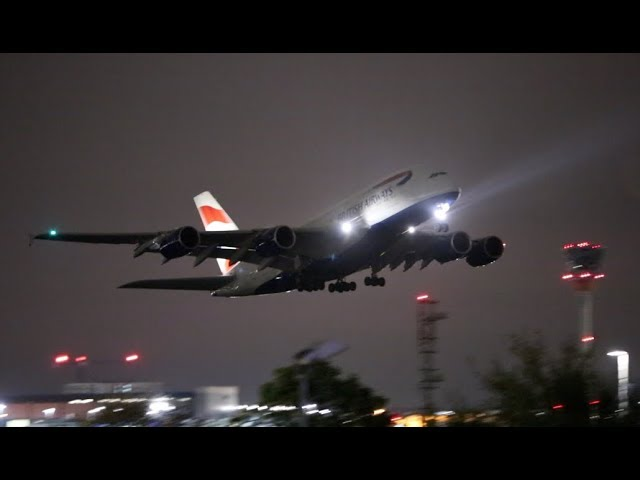 She looks even better at Night Airbus A380 Take off – Omyplane