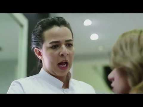 لو غسلتي شعرك و هو مندي هيجيللك بكتيريا حوض النيل، إيمي سمير غانم و هي كوافيرة من مسلسل عزمي و أشجان