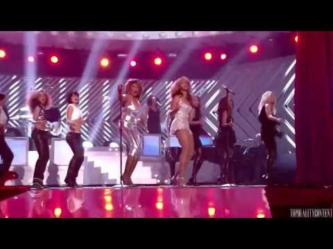 """Beyoncé and Tina Turner performing """"Proud Mary"""" at the 2008 Grammy's"""