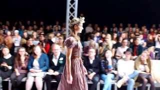 Видео: мода, фрагмент показа Lia Syn на Mercedes-Benz Kiev Fashion Days S/S 2014(Запись сделана во время показа коллекции на главном подиуме международной недели моды Mercedes-Benz Kiev Fashion Days..., 2013-10-21T11:25:16.000Z)