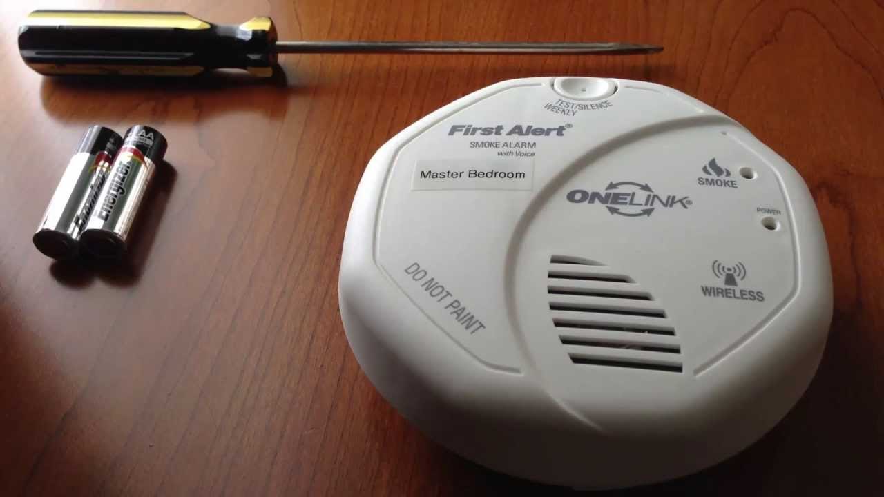 how to change the battery on a first alert onelink smoke alarm [ 1280 x 720 Pixel ]
