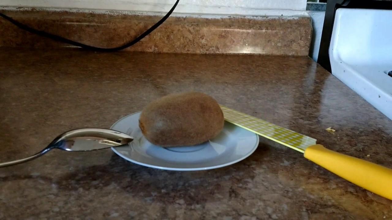 Easiest Way To Peel A Kiwi
