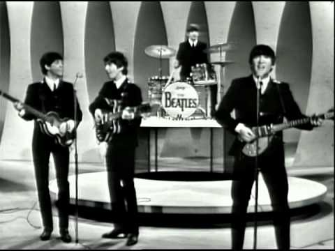 The Beatles tampil Perdana di acara Ed Sullivan Show. Acara ini menjadi pemicu grup-grup band Inggris lainnya tampil di AS seperti antara lain the Rolling Stones dan the Animals (gambar dari: https://www.youtube.com/watch?v=JC0MEF6d1eU)