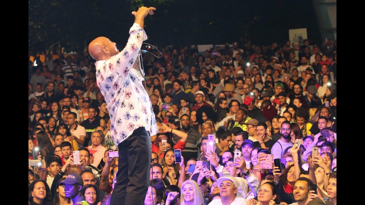 Que se sienta. Oscar de León en Medellin en los Pies Descalzos,concierto gratis