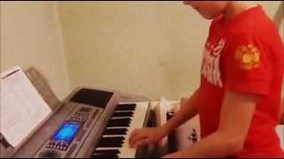 Игра на синтезаторе!!!! :)