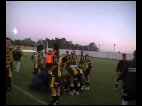 pelea cancha argentinosde 25 de mayo  juventud de gualeguaychu 13-03-11.wmv