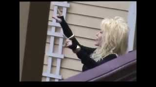 "Dolly Parton singing ""Happy Birthday"" to a fan at Dollywood"