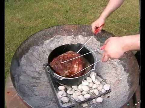 Pulled Pork Gasgrill Dutch Oven : Pulled pork aus dem dutch oven mit smokegeschmack youtube