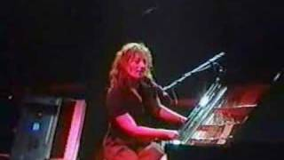 Tori Amos - Seattle - 05-03-98 = 07 - Leather