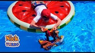 СУПЕРСЕМЕЙКА ПРОТИВ ПИРАТСКОГО КОРАБЛЯ Играем в бассейне Распаковка и мультик Ник Турбо Toy for kids