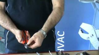 KNIPEX Снятие изоляции(Видео по снятии изоляции инструментом KNIPEX с различных видов кабеля. Приобрести инструмент Вы можете: http://www..., 2011-01-10T00:13:44.000Z)