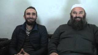 Komike - Hazbi Therra ulet afër Hoxhës Bekir Halimi para fillimit dersit