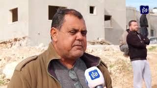 قطعان المستوطنين يعتدون على قرية دير أبو مشعل بحماية من جيش الاحتلال - (5-12-2018)
