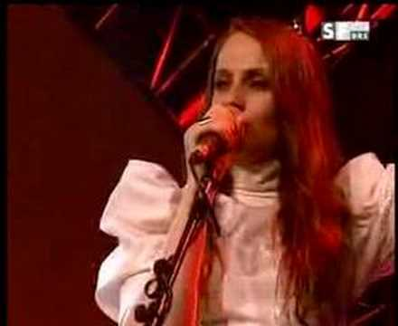 Petra Jean Phillipson / Into My Arms (live)
