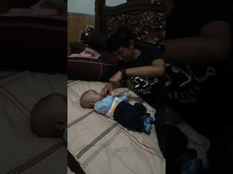 Aslan belajar tos sama ayah (usia 2 bulan)