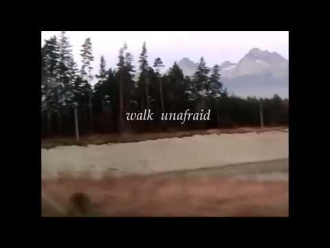R.E.M. - Walk Unafraid (with lyrics) mp3