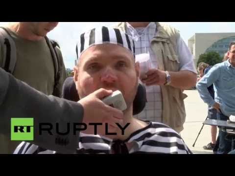 Germany: 'Caged' disabled people protest new participation law in Berlin