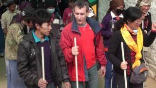 Лхаса, Джокханг, главный храм, молитва. Jokhang, Tibet, Lhasa.(Джокханг: паломничество и молитва в главном храме Лхасы, столицы Тибета (VII век). Тур в Тибет, активный отдых..., 2011-12-11T15:00:49.000Z)