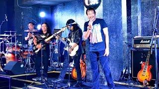 Saigon Bands Club = a Mười với bản Wonderful Tonight.