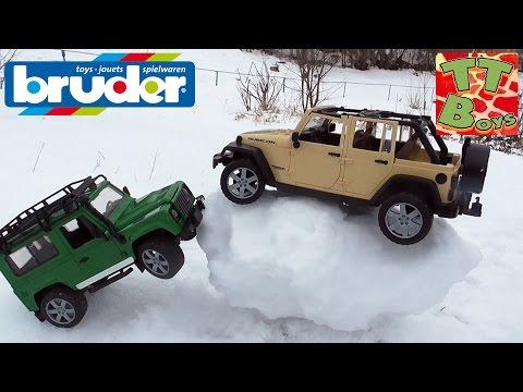 ✔ BRUDER. Игорек и его друг Богдан катаются на горке с машинками / Jeep Land Rover and Wrangler ✔
