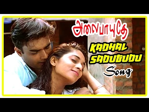 Alaipayuthe Scenes | Shalini and Madhavan move to a new house | Kadhal Sadugudu Song