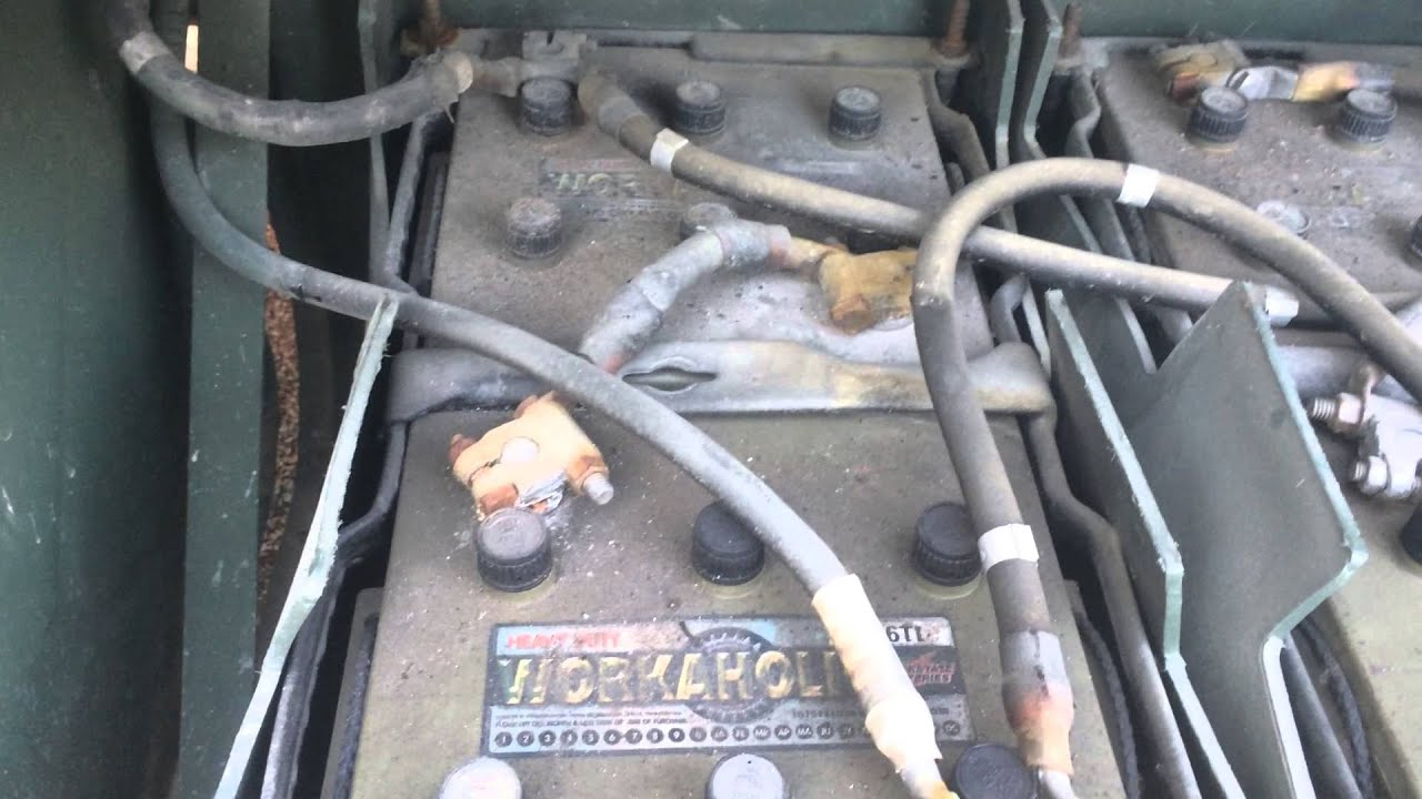 M800 Series Truck Battery Connections - YouTube
