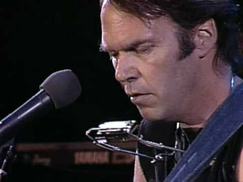 neil-young-comes-a-time-live-at-farm-aid-1986-farmaid