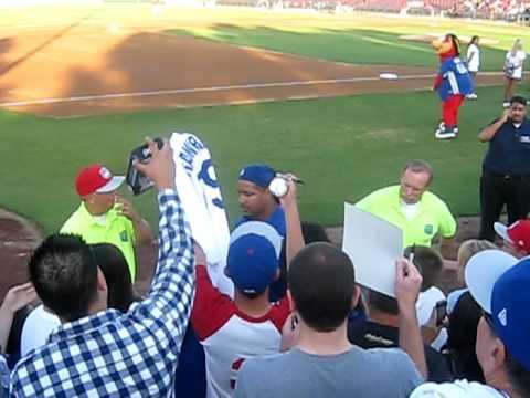 Manny Ramirez signing autographs