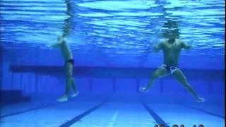 巻き足解説動画(Eggbeater kicks, underwater camera)