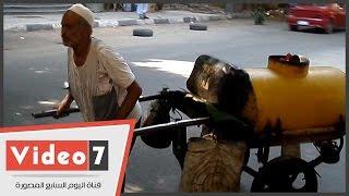 بالفيديو..مسن يقتل اليأس بالأمل .. يجر عربة جاز ليعول أولاده الأربعة وزوجته