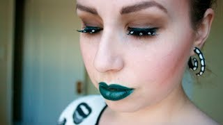 LOOK: TEAL LIP TREND