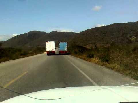 Como pasan los trailers en La Ventosa La Mata por fuertes vientos