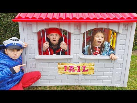Ali Kuralları uymayanları Pretend Play LOCKED UP in Jail Playhouse